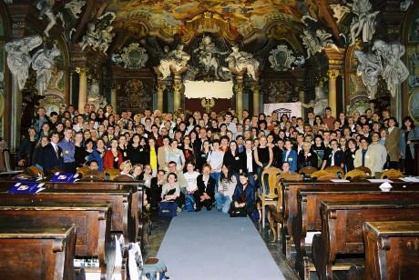 2003, Konferencja Szkół Stowarzyszonych (na dole z lewej Pani Krysia Urbańska i część zespołu, który w roku 2004 tworzył Centrum)