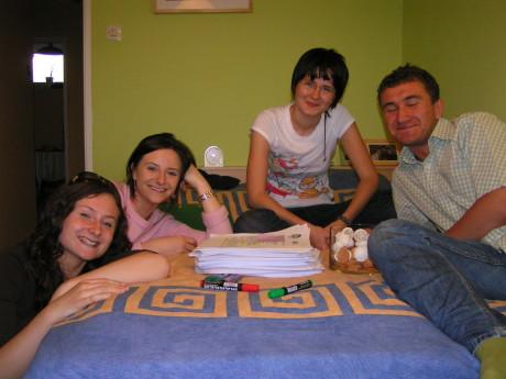 2007, zespół: Kasia Czyż, Magda Hoszkowska, Dorota Dobkowska i Piotrek Dobrosz dumny z liczby zainteresowanych uczestnictwem w projekcie Youth Opens the Space