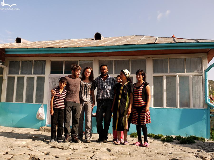 Ania i Jon z rodziną Azerów, Lahic 2011